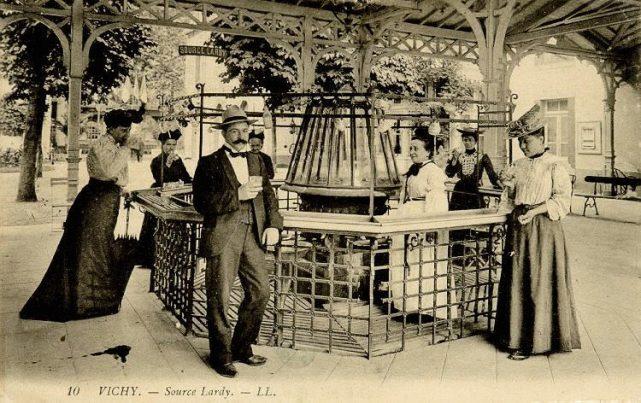 photographie ancienne de la Source Lardy à Vichy