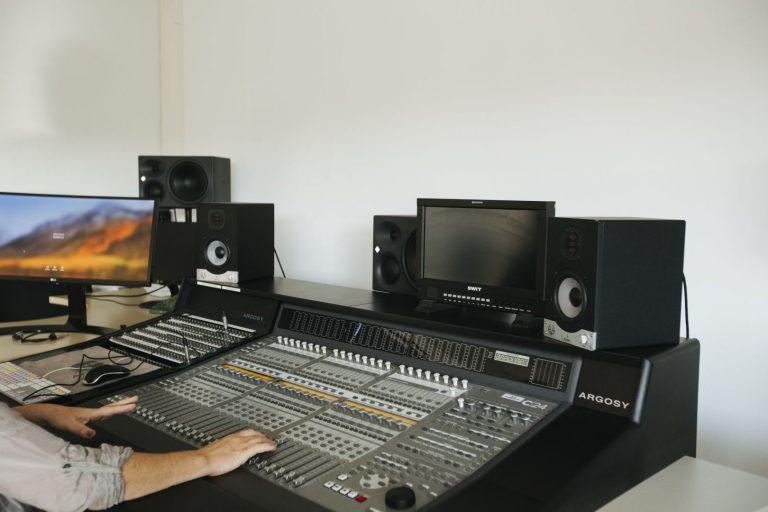 Table de mixage studio son Pôle Universitaire de Vichy2