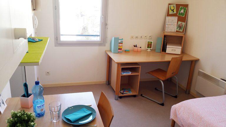 Logement Maison de l'étudiant Vichy - coin bureau